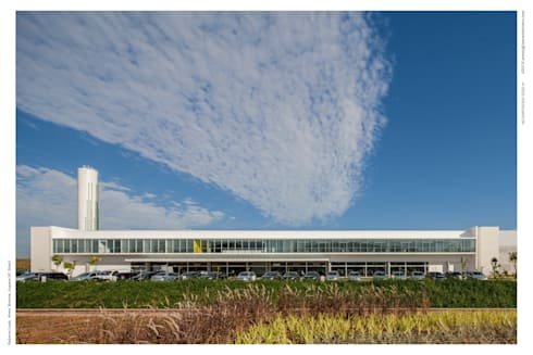 Fachada Principal : Espaços comerciais  por LoebCapote Arquitetura e Urbanismo