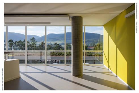 Vista da Serra do Japi: Espaços comerciais  por LoebCapote Arquitetura e Urbanismo