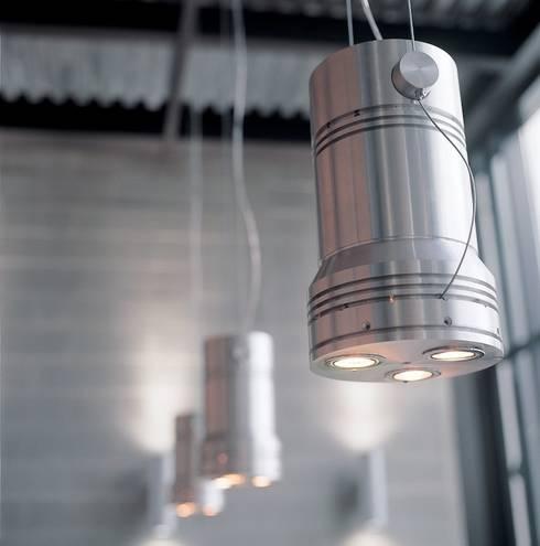 Lampada/Pistone: Negozi & Locali Commerciali in stile  di Francesca Bonorandi