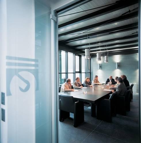 Uffici direzionali: Complessi per uffici in stile  di Francesca Bonorandi