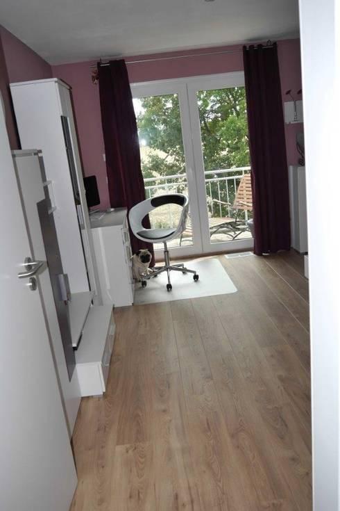 neubau einfamilienhaus mit 5 verschiedenen laminatb den auf fu bodenheizung von laminato. Black Bedroom Furniture Sets. Home Design Ideas