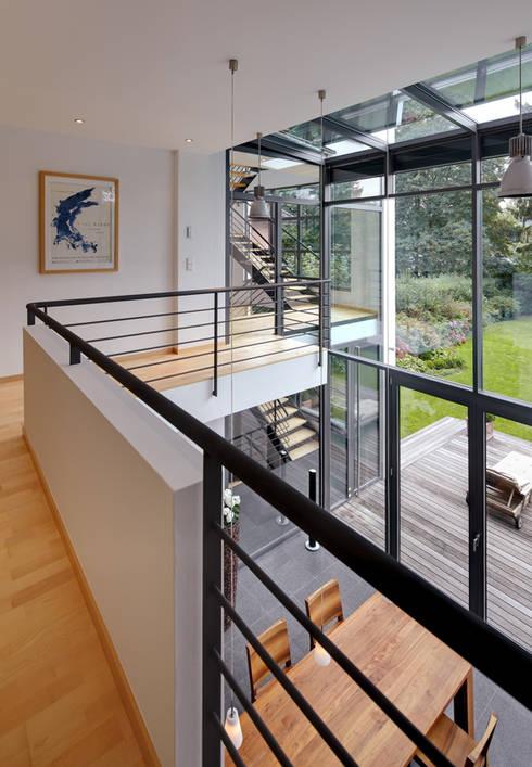 villa am rhein stra enansicht por architekturb ro lehnen. Black Bedroom Furniture Sets. Home Design Ideas