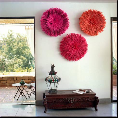 Séjour au premier étage ouvert sur la terrasse: Maison de style  par alia bengana architecte