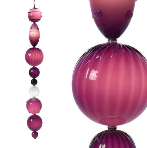 Muurbloem Design Studio Chandelier of Beads Special: moderne Woonkamer door Muurbloem Design Studio
