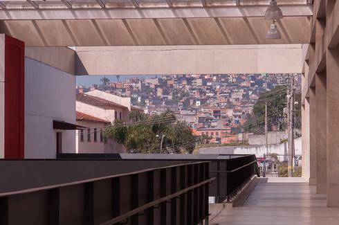 Centro de Formação Cultural Cidade Tiradentes: Escolas  por ODVO Arquitetura e Urbanismo