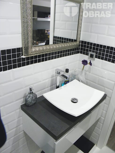 Cuarto de baño principal - lavabo sobre encimera.: Baños de estilo moderno de Traber Obras