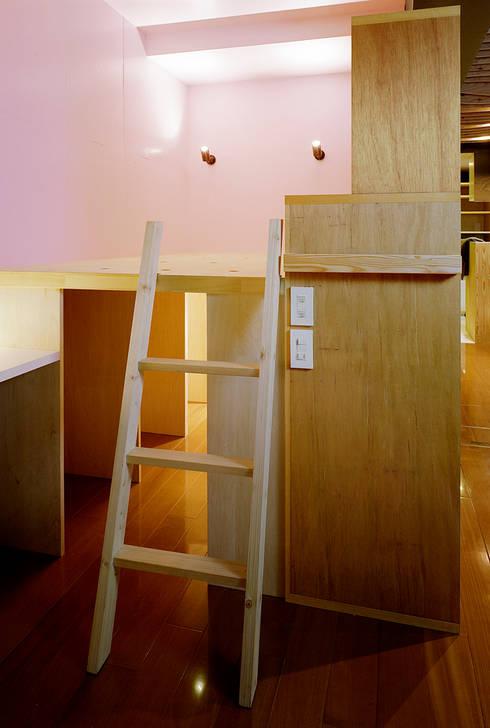 OASIS-Studio: AIDAHO Inc.が手掛けた寝室です。