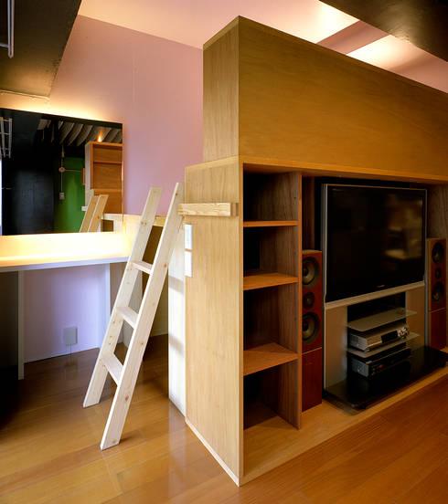 OASIS-Studio: AIDAHO Inc.が手掛けたリビングルームです。