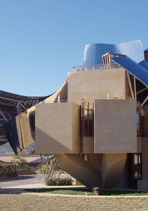City Of Wine Complex Marqués De Riscal (Gehry Partners LLC) - BEIGE PINAR sandstone : Hoteles de estilo  de ARENISCAS STONE