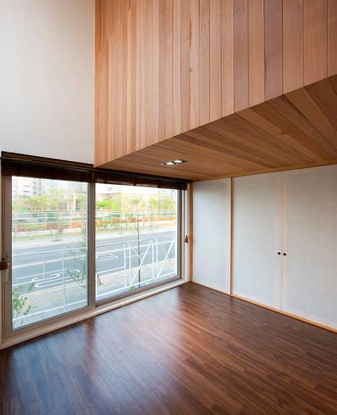 moderne Wohnzimmer von CHORA