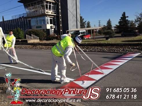 Decoración y Pintura JS: Paredes y suelos de estilo moderno de Decoración y Pintura Profesional JS