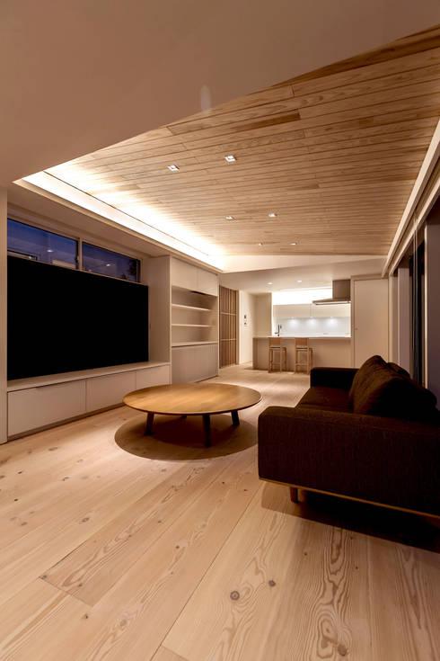 飯塚の住宅: MAアーキテクト一級建築士事務所が手掛けたリビングです。