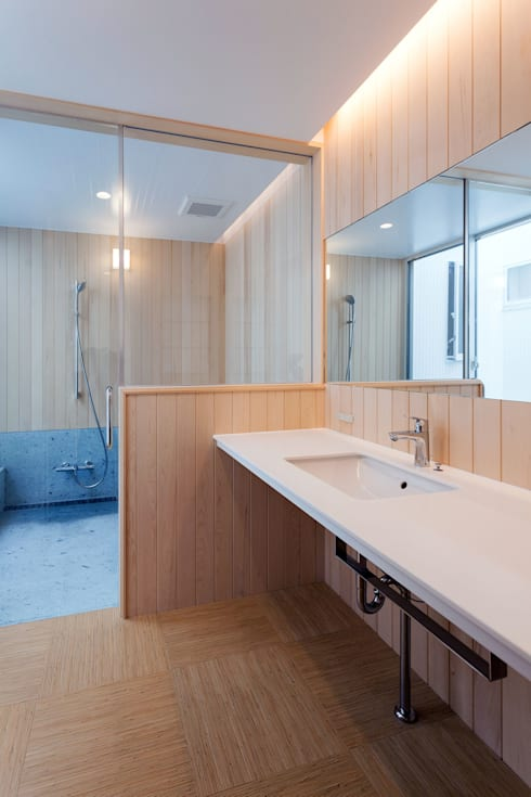 飯塚の住宅: MAアーキテクト一級建築士事務所が手掛けた浴室です。