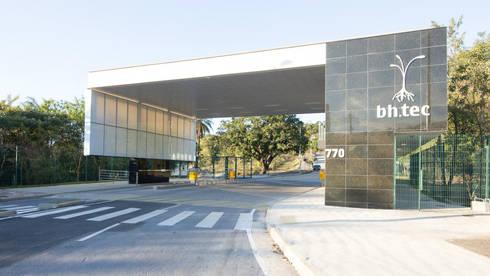 PORTARIA BHTEC: Casas modernas por Mutabile