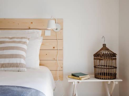 bedroom: Quartos minimalistas por Home Staging Factory