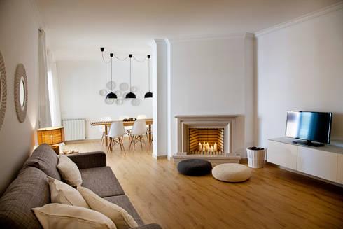 Living room: Salas de estar modernas por Home Staging Factory