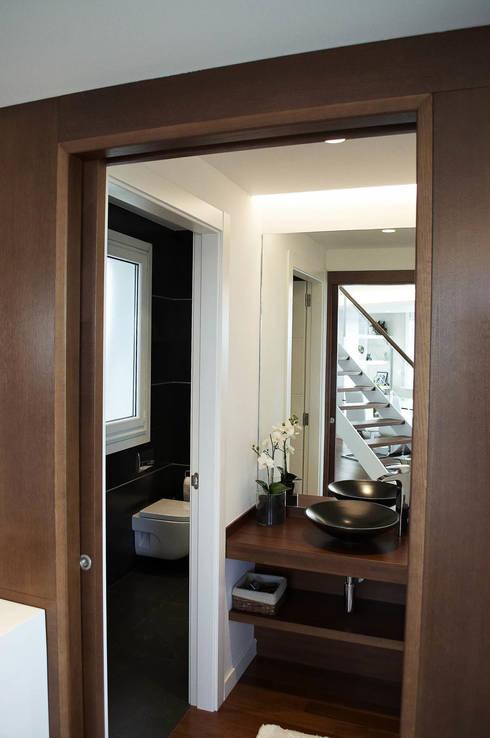 Banheiros  por Intra Arquitectos