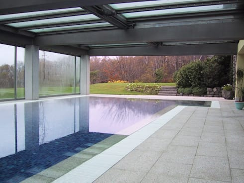 Sistemazione esterna di casa privata con piscina coperta for Piani di casa veranda coperta
