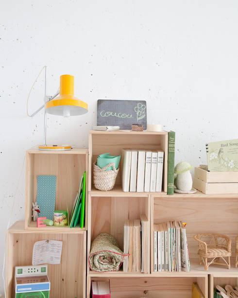 Caissons empilables en bois, petit modèle rectangulaire: Chambre d'enfants de style  par les petites emplettes