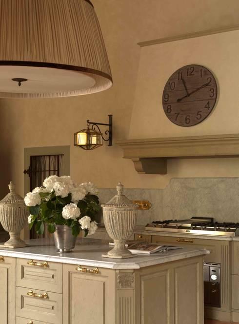 Palazzo nel centro d Pistoia: Cucina in stile  di Antonio Lionetti Home Design