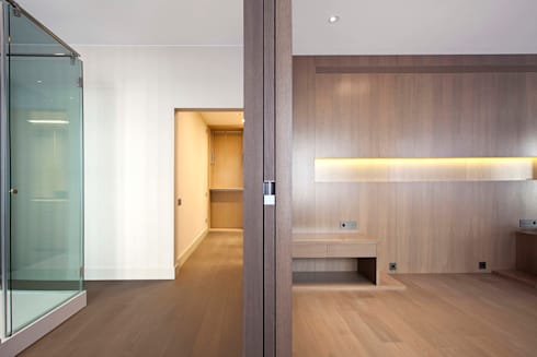 Rehabilitación de ático en Turó Park, Barcelona: Dormitorios de estilo minimalista de MANO Arquitectura