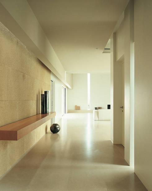 Casa B. / Suzzara, Mantova: Soggiorno in stile in stile Minimalista di STUDIO LONGHEU