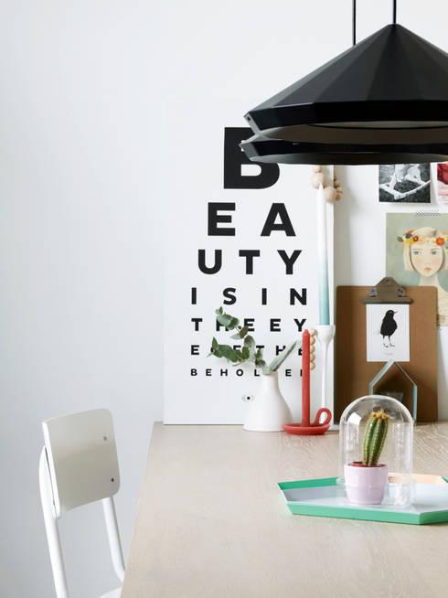 Liefde voor je raam: moderne Woonkamer door Vadain