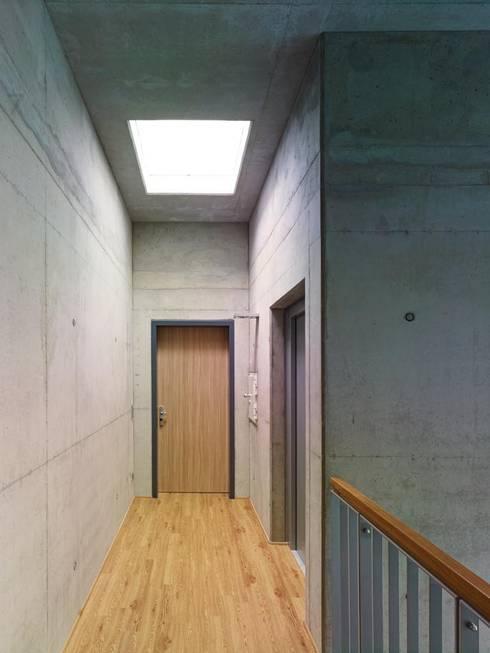 Treppenhaus:  Flur & Diele von bdmp Architekten & Stadtplaner BDA GmbH & Co. KG