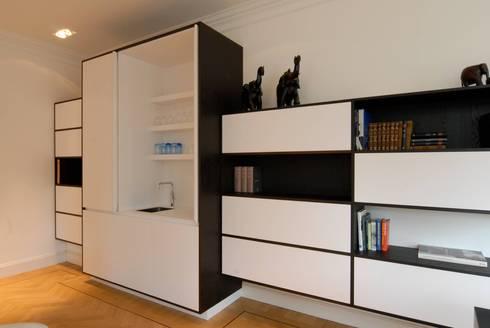 Kasten: moderne Woonkamer door Designed By David