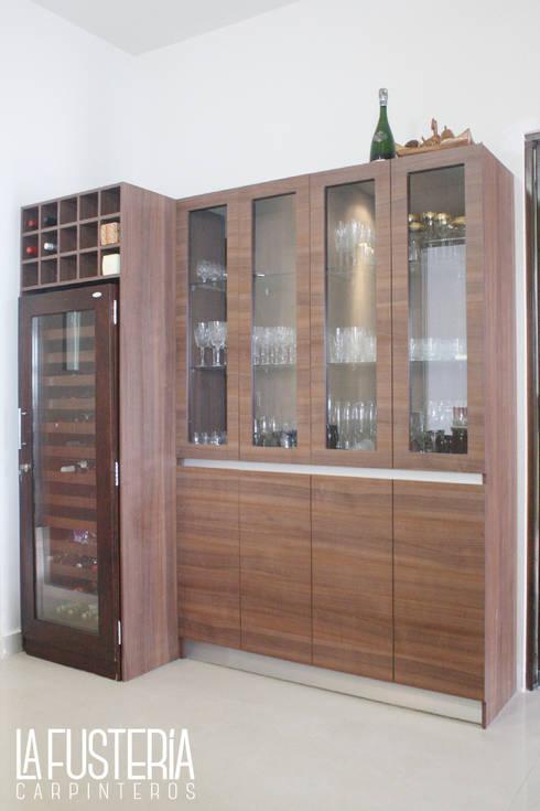 Salle à manger de style de style Moderne par La Fustería - Carpinteros