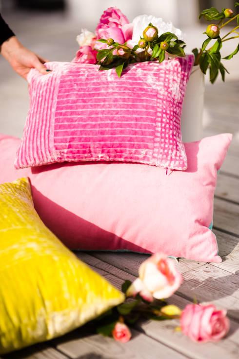 Poduszki DECA: styl , w kategorii Salon zaprojektowany przez Deca
