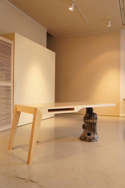 Desk - 7G: 디웍스의  서재/사무실