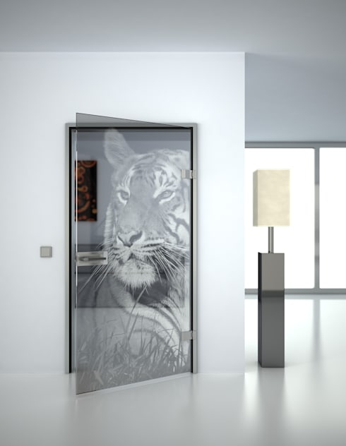 Glastür 'Eye of the Tiger':  Glastür von Lionidas Design GmbH