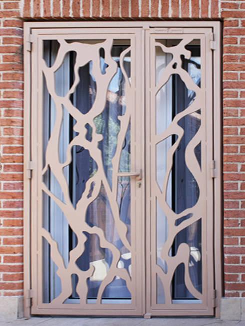 Puerta Bonita: modern tarz Pencere & Kapılar