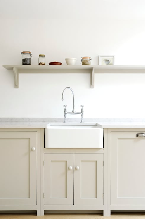 The Kew Shaker Kitchen by deVOL: scandinavian Kitchen by deVOL Kitchens