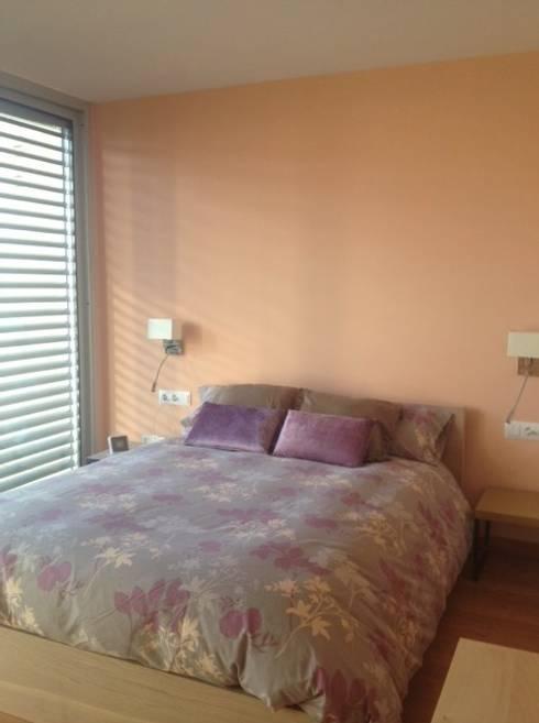 Feng Shui en una vivienda de Premià de Dalt: Dormitorios de estilo mediterráneo de Feng Shui Cristina Jové