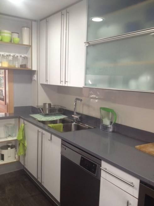 Feng Shui en una vivienda de Premià de Dalt: Cocinas de estilo minimalista de Feng Shui Cristina Jové
