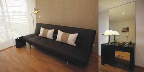 Escritório - pormenor do sofá: Escritórios e Espaços de trabalho  por Traço Magenta - Design de Interiores