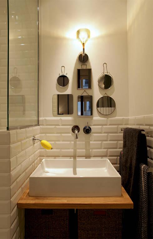 Rénovation complète d'un appartement : Salle de bain de style de style Moderne par NELSON Architecture Intérieure & Design