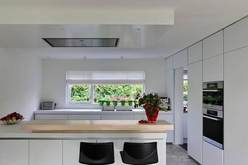 Keuken: moderne Keuken door Leonardus interieurarchitect