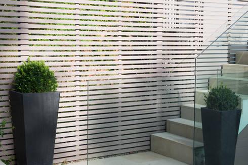 Garden fence: modern Garden by DDWH Architects