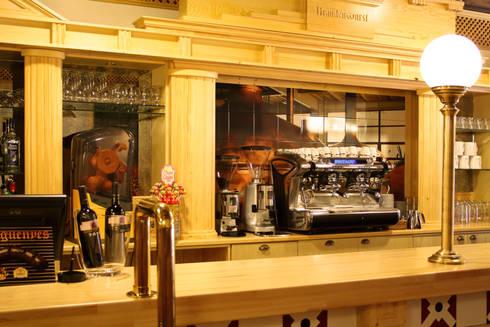 BRANDENWURST. BARCELONA: Locales gastronómicos de estilo  de INTERTECH ESPACIO CREATIVO