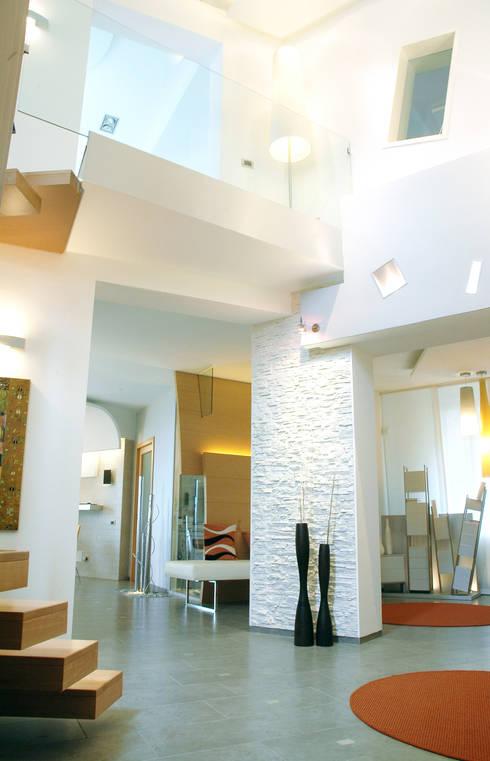 Villa Katia: Soggiorno in stile  di  INO PIAZZA studio