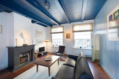 de Blauwe Kamer: klasieke Mediakamer door Architectenbureau Vroom