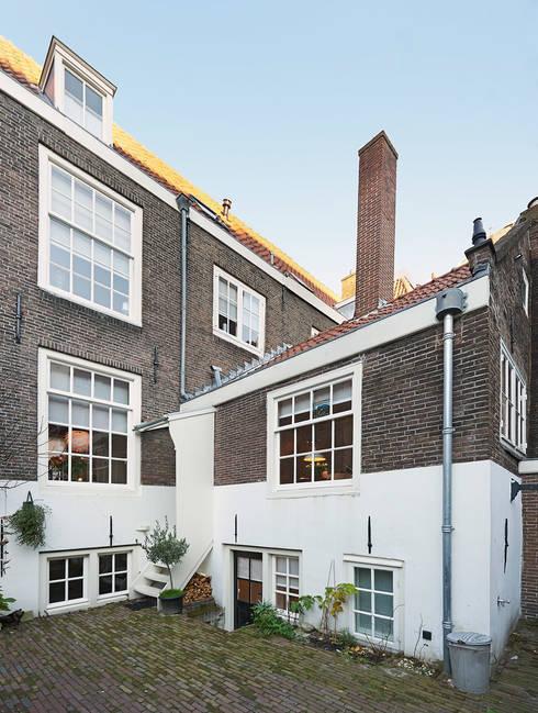de achtergevel : klasieke Huizen door Architectenbureau Vroom