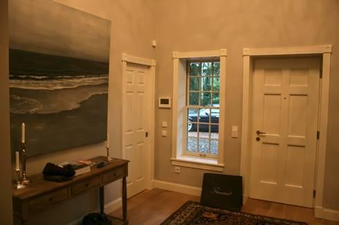 บันได, โถงบันได, ทางเดิน by THE WHITE HOUSE american dream homes gmbh