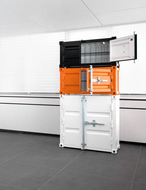 Pandora Small zwart en oranje & Medium wit: industriële Studeerkamer/kantoor door Studio Sander Mulder