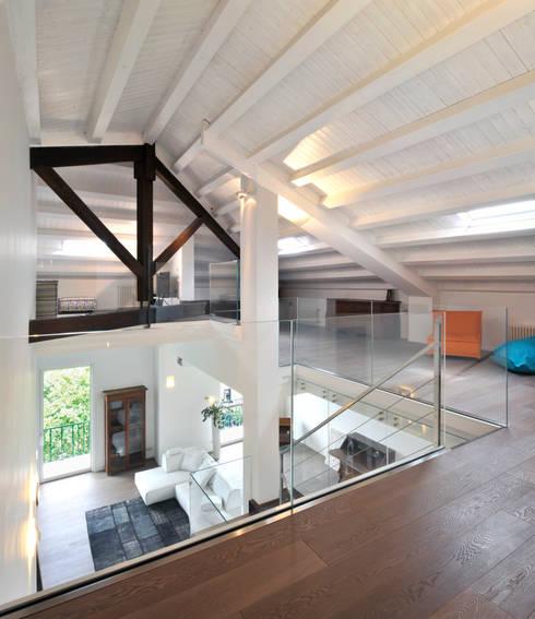 Casa Albega: Soggiorno in stile  di  INO PIAZZA studio