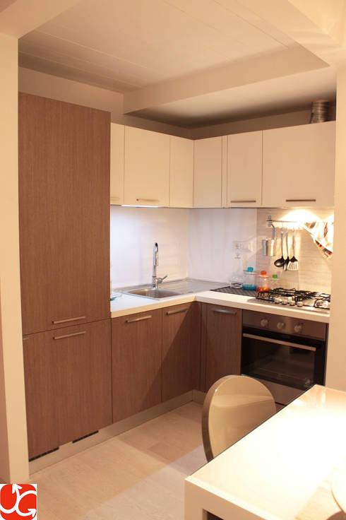 Abitazione LP: Cucina in stile in stile Moderno di OGARREDO