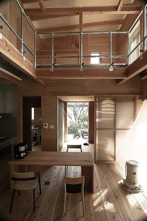 MST3-house.: AtelierorB  が手掛けたダイニングです。